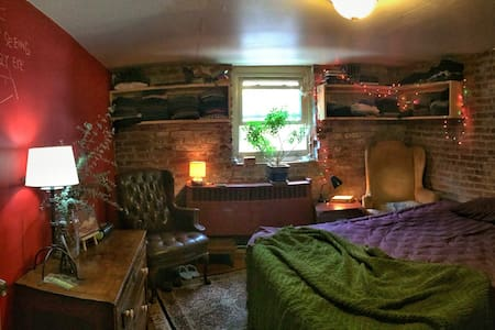 Cozy/Eclectic Artist Apartment - Pittsburgh - Bed & Breakfast