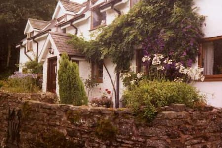 A cosy chalet set in a beutiful location - Bishop's Castle