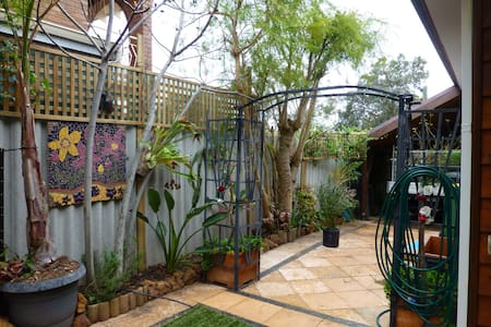 Kalamunda Hills retreat Ensuite rm - Bed & Breakfast