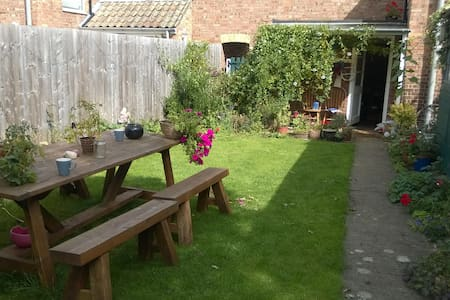 Sunny Room in Charming Cottage - Earith - Casa