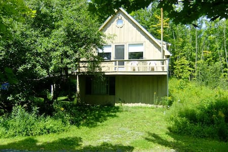 Ski Cottage in the Berkshire hills - Stephentown - House