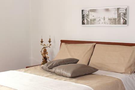 Sapphire Room close to Venice - Hus