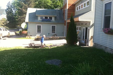 Airy artistic home close to town - Greenville - Maison