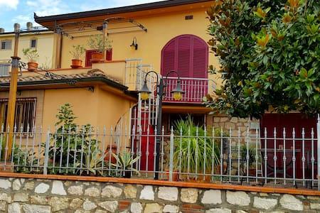 Villetta con giardino - Foiano della Chiana - Villa