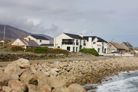 Breeze Inn Coastal Apartment - Lejlighed
