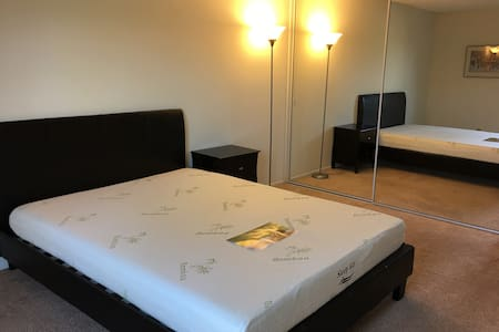 Queen bed and memory mattress room1 - Goleta - Wohnung