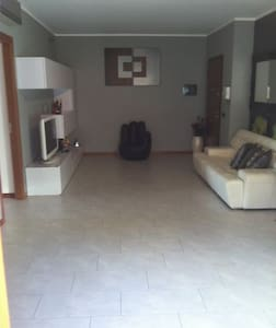 Room For Rent - Lissone - Wohnung