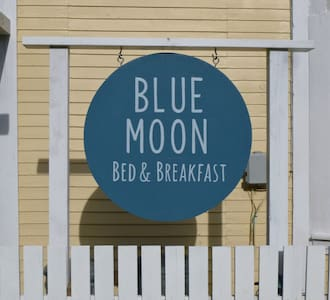 Blue Moon B&B, Main Room for 2 - Bed & Breakfast