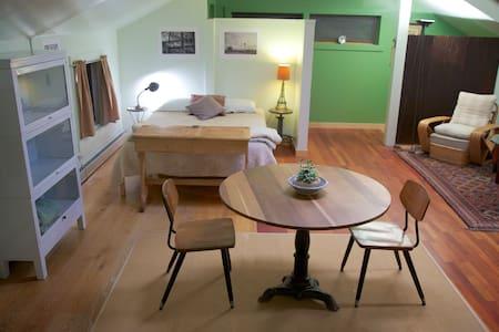 Studio Apartment in Historic Mill - Huoneisto