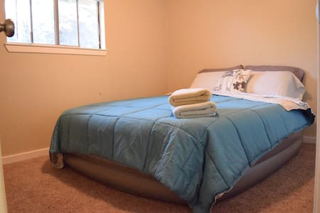 Cozy room with comfy air bed - Vallejo - Ev