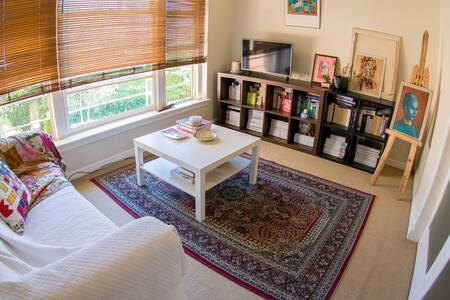 Sunny Artist's Apartment in CBD - Apartamento