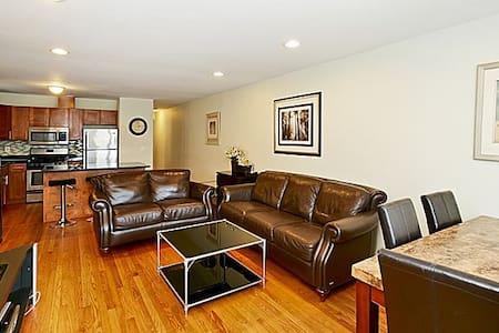 Bayside, Spacious luxury 3/4 bedroom Apt. - Apartmen