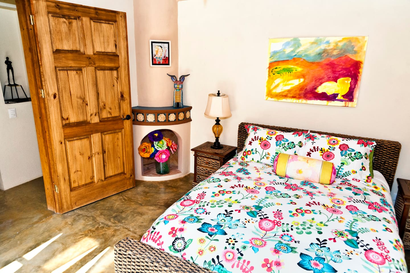 Comfy queen bed,good bedside lighting,original artworks and Mexican artesians