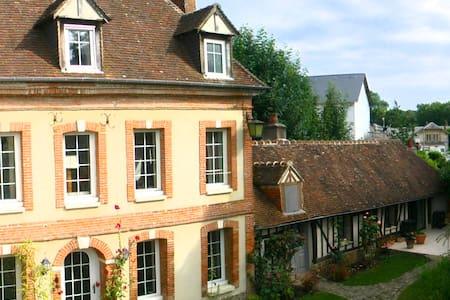 LES AULNES - Demeure XVIII à Bernay - Dům