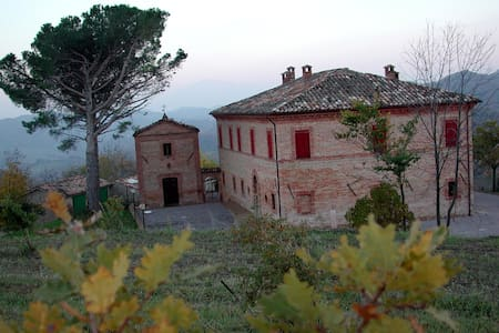 Stunning villa in a truffle farm - Villa