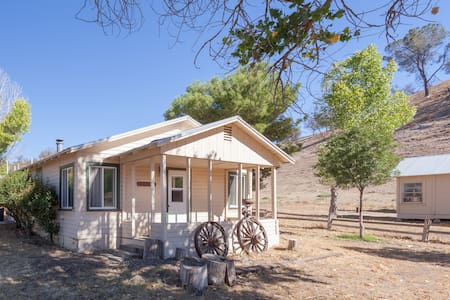 Buffalo Bungalo on Guest Ranch - Santa Margarita - Bed & Breakfast