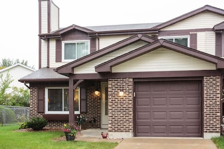 Spacious, Comfortable Duplex, NW Chicago Suburb - Adosado