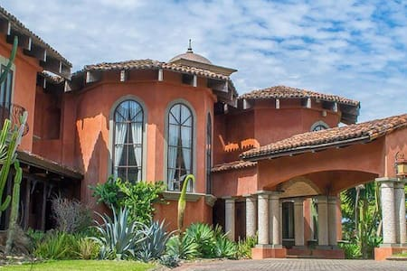 Exclusive Tuscan Mansion in CR - San José  - House