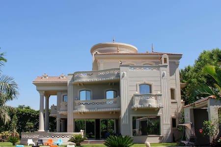 A heavenly, lakeview villa at Alexandria - Villa
