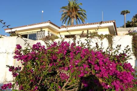 Haus mit Meerblick und großer Terrasse - Bungalow