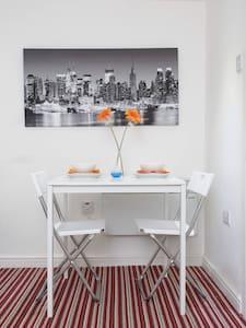 BRAND NEW BASEMENT APARTMENT - Appartement