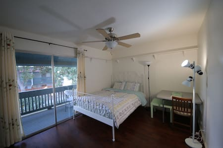Cozy room in downtown with balcony - Apartamento