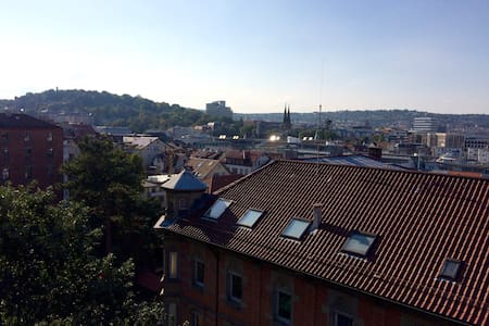 Centrally located apartment with great views - Stuttgart