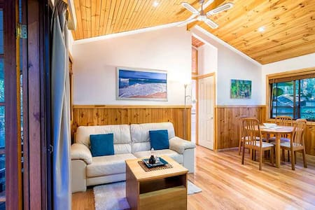 Luxury Spa Cottage in the Bush - Boat Harbour