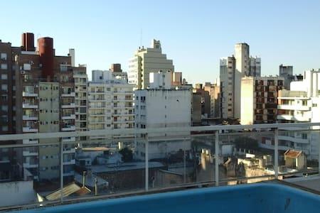 AMPLIO/CALIDO/TRANQUILO/IMPECABLE  / CERCA DE TODO - Apartament