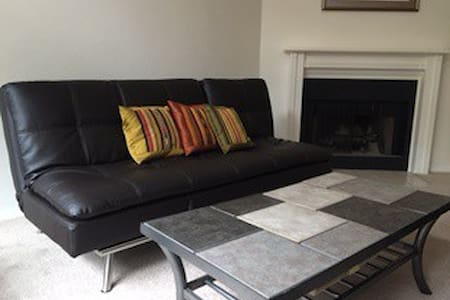 A clean and quiet space. - Lake Oswego - Radhus