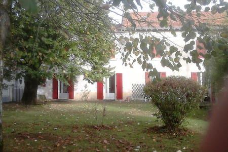 Suite dans maison traditionnelle périgordine - Cherval - Haus