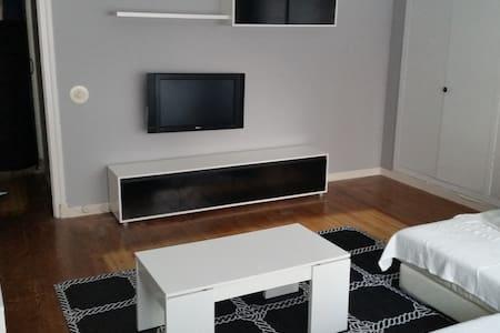 Amplio y centrico piso en Santoña. - House
