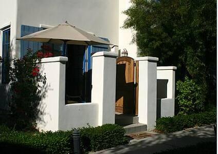 Gorgeous private studio/ balcony - La Quinta - Apartment