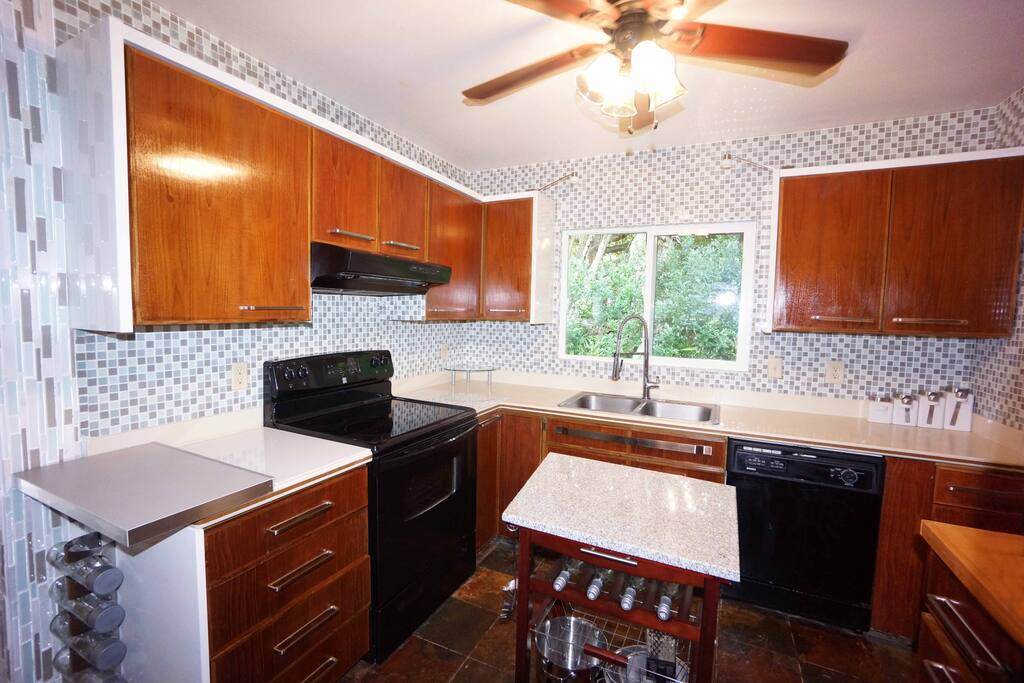 Fully equipped gourmet  kitchen with granite top island and new appliances
