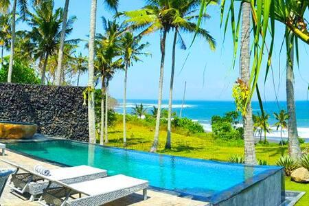 NEW Beachfront Pool Villa @ BALIAN