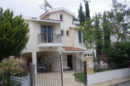 4 bedroom Villa 50m from beach  - Oroklini - Villa