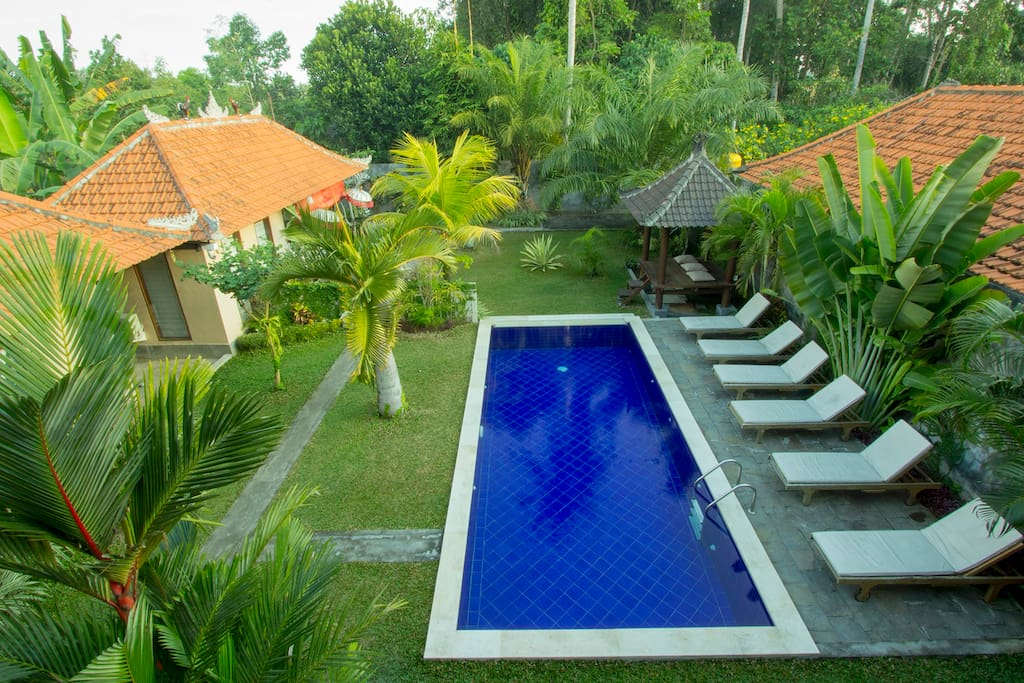 Big pool and one extra bedroom location