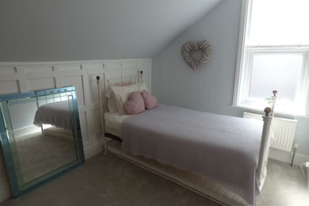 Tranquil room in fab Notts location