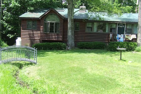 Vacation Cabin in Lake Community - Smallwood