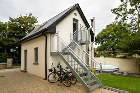 Self-contained loft by sea/greenway - Westport - Loft