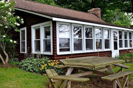 Diamond Lake Waterfront Cottage - House