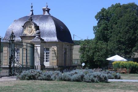 les Grilles du château de Prye - Haus