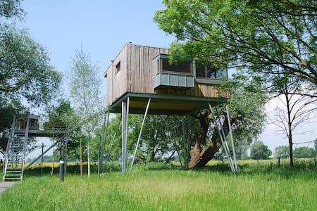 Baumhaushotel Krautsand Haus LOTTI - Cabana en un arbre
