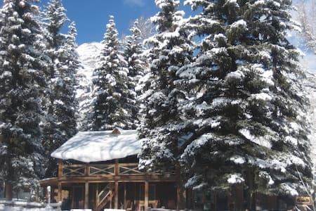 Backcountry Ski and Fishing Lodge - Xalet