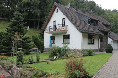Wonderful Holiday Home  Hellenthal - Apartmen