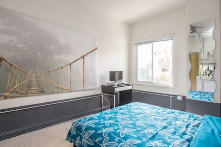 Clean, comfortable, and cozy studio apartment in the historic Hollywood Hills neighborhood. Travelers can enjoy amenities such as wi-fi and Amazon Fire TV featuring access to 1,000s of movies and tv shows, YouTube and Netflix. Updated with AC.