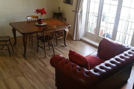Spacious flat, near tube station - Appartement