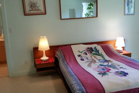 Four private bedrooms and baths - Sudbury - Haus