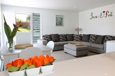 Kokomo Retreat - Kiwiana Apartment
