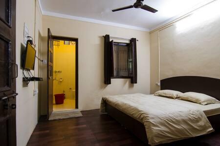 Samskara & Samsara Home Stays - Private Room 2 - Lansdowne